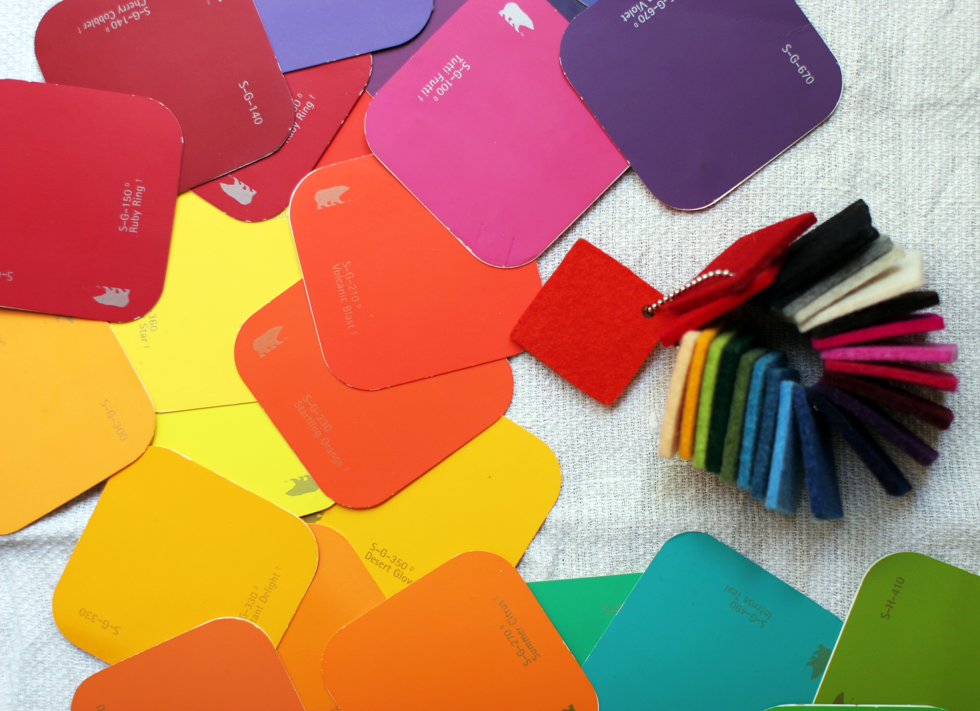 DIY Paint Chip Game (or How to Learn the Colors) | Domesticspace